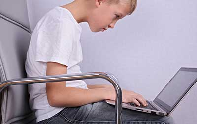 kid-on-computer